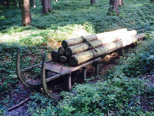 Holz-Holz-Schlitten