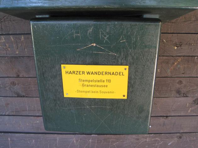 Am Wegesrand kann man dann noch den einen oder anderen Stempel der »Harzer Wandernadel« mitnehmen.