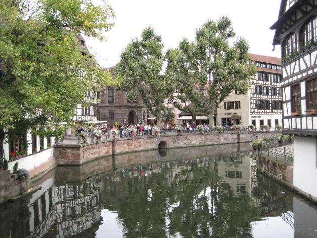 Blick auf ein Lokal in Straßburg