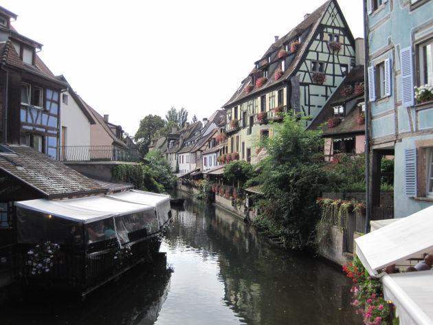 Auch Colmar hat eine wunderschöne Altstadt mit hübschen, alten Fachwerkhäusern
