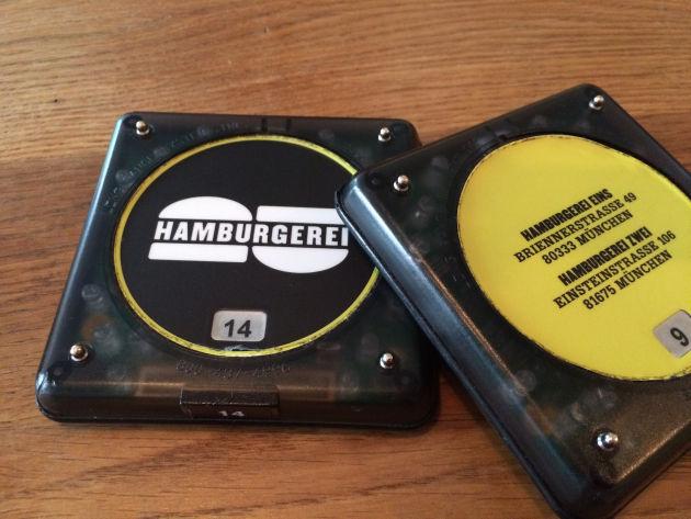 """In der Hamburgerei herrscht Selbstbedieung - wenn das """"Piepsding"""" piepst, ist das Essen fertig"""