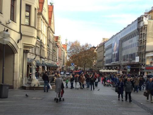 Münchner Fußgängerzone an einem Samstag im November