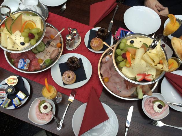 Frühstück im Café Martin: üppig und seeeeehr lecker!!!
