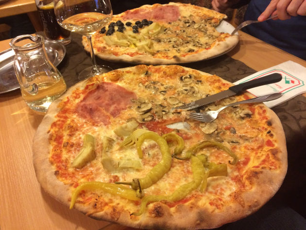 An einem Tag gab es riiiiiiesige Pizzen in der Nähe von Illertissen
