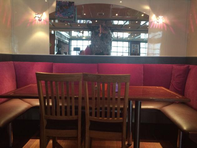 """Gemütlich und bequem: der Gastraum des """"Sarah's Diner"""""""