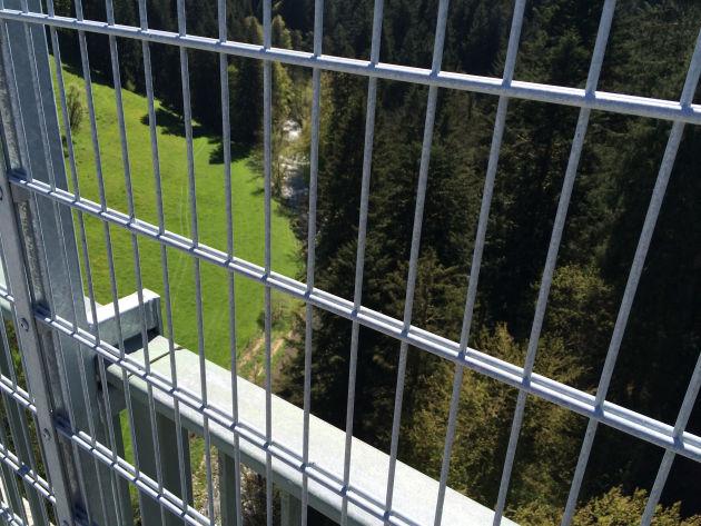 Blick in den Eistobel (bei Grünenbach) von der Brücke, die über denselben führt.