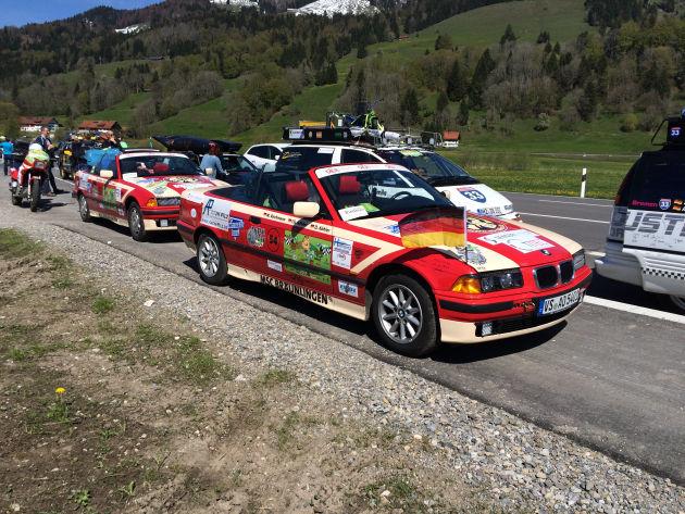 Teilnehmer der Allgäu-Orient-Tour an ihrem ersten Stopp mit Challenge