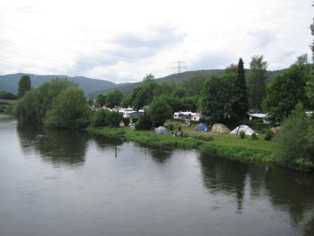 Der Campingplatz »Affolderner See« liegt direkt an der Eder