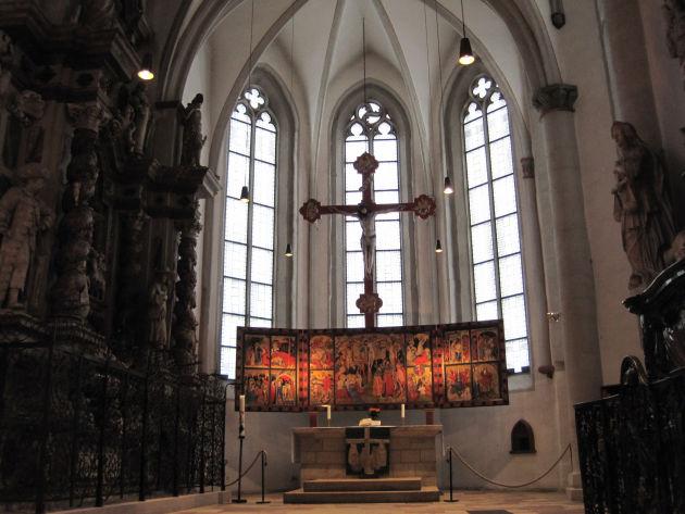 Der spätgotische Flügelaltar von Conrad von Soest um1403 in der Stadtkirche.