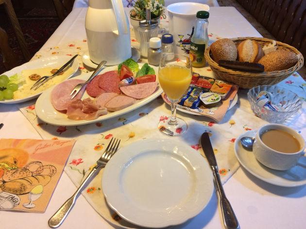 Seeehr umfrangreiches Frühstück in meinem Hotel