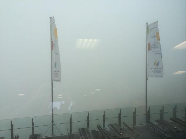 Oben angekommen, herrschte auch erst einmal dichter Nebel