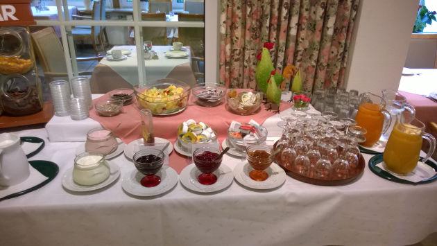 Das Frühstücksbuffet in Christians Hotel in Borke ;-)