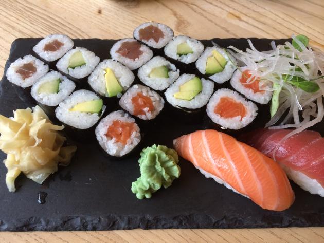 Das Highlight jeden Einkaufsbummels: Mittagessen beim Sushi-Mann