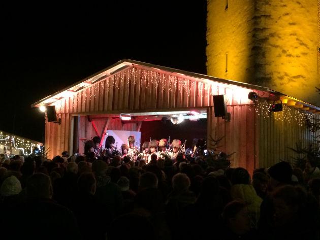 Dudelsackmusiker auf der Bühne der Hafenweihnacht.