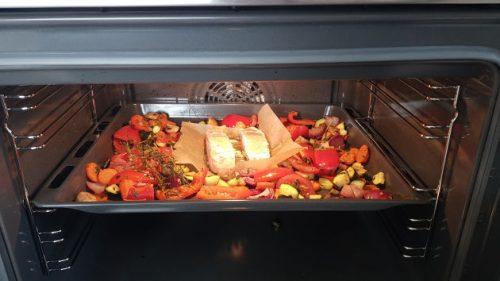 Das mediterrane Gemüse und der Lachs im Ofen