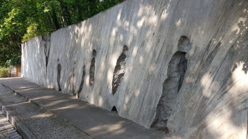 Bild Beeindruckendes Kunstwerk an der Gedenkstätte »Gleis 17«.