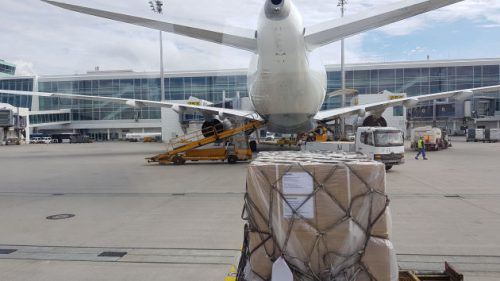 Bild Beladung eines Flugzeugs