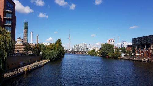 Bild Blick Richtung Fernsehturm in Berlin