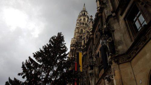 Bild Rathaus auf dem Marienplatz mit Christbaum