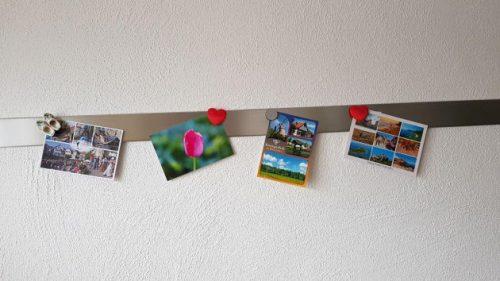 Bild meiner neuen Ansichtskarten-Wand in meiner neuen Küche hängt nun.