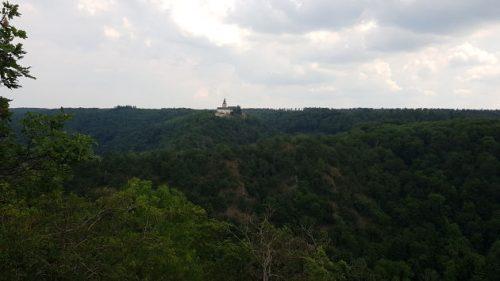 Blick hinüber zur Burg Falkenstein zurück.