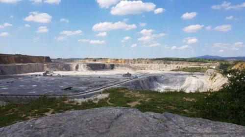 Blick über einen Kalkstein-Tagebau