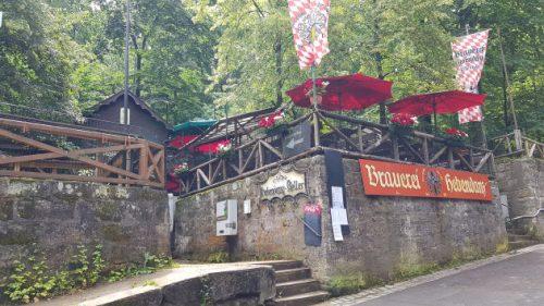 Ein Biergarten im Kellerwald von Forchheim