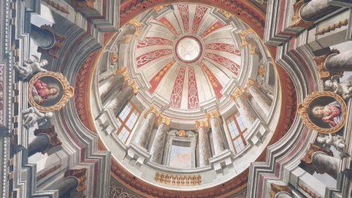 Diese Kuppel ist nicht gemauert, sondern gemalt worden.