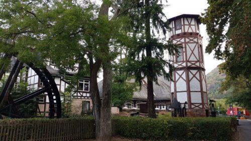 Wasserrad und Wasserturm in Münster am Stein
