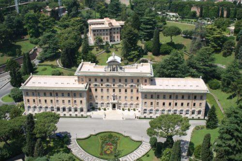 Blick vom Vatikansgebäude über die Vatikanischen Gärten