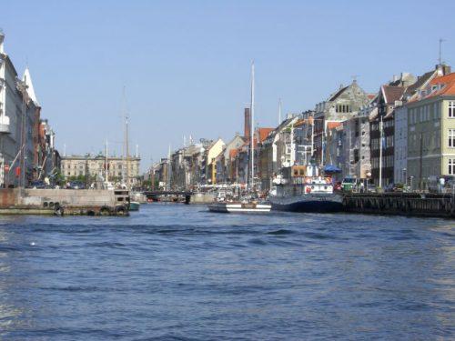Blick zum Nyhavn - auf der Hafenrundfahrt in Kopenhagen