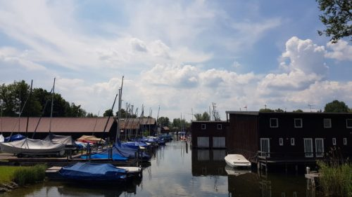 Segelboot-Hafen am Starnberger See.