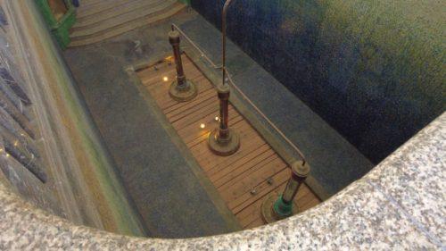 Im Kurmittelhaus tritt Quellwasser selbstständig aus der Erde.
