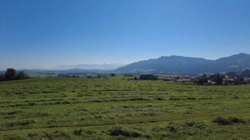Auf dem Panoramaweg: Toller Blick in die Berge